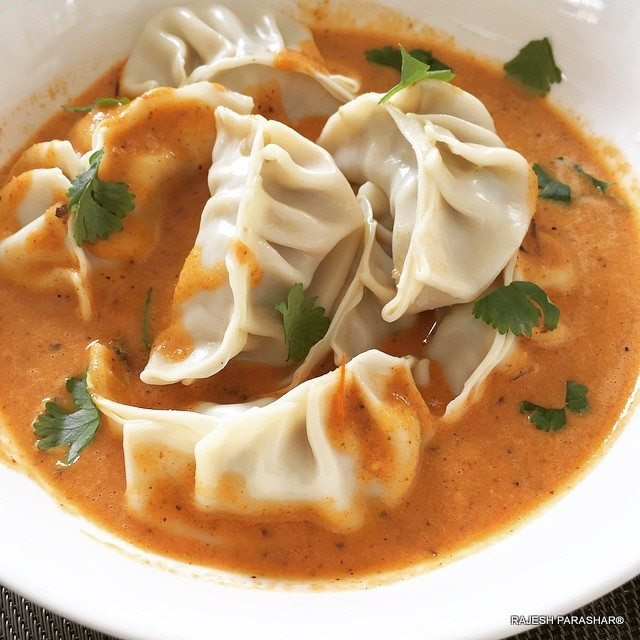 how to make chicken momos in hindi